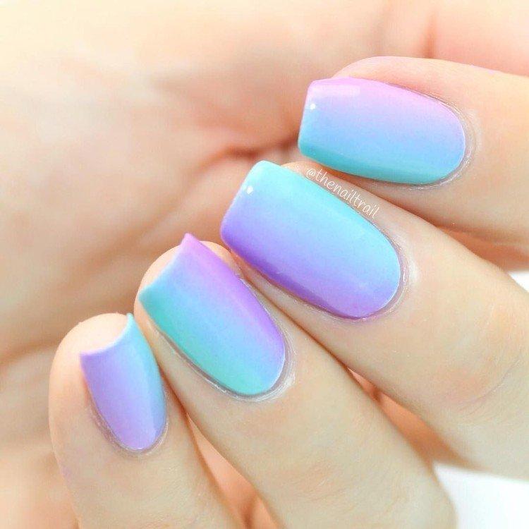 Вертикальное омбре на ногтях - фото