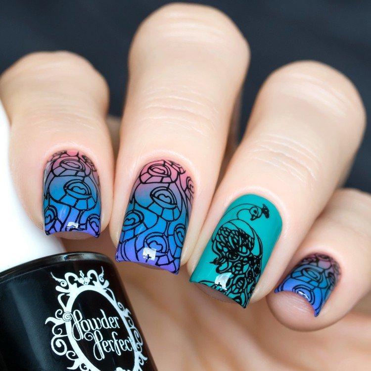 Омбре на ногтях со стемпингом - фото