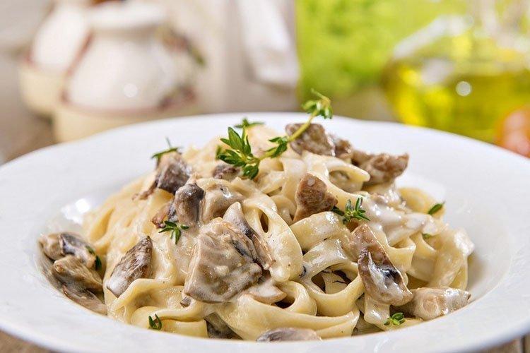 Спагетти с курицей Карбонара - рецепты