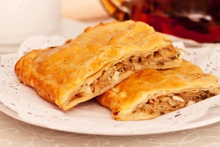 Пирог из слоеного теста с капустой - рецепты