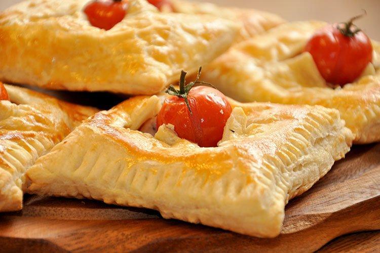 3. Пирожки из слоеного теста к ужину - рецепты