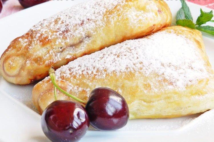 Пирожки из слоеного теста с вишней - рецепты