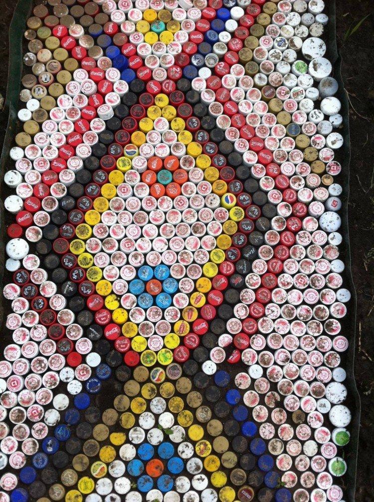 Дорожка из крышек от пластиковых бутылок - Поделки из пластиковых бутылок своими руками