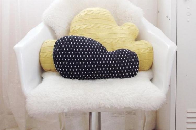 Декоративные подушки из свитера - Поделки из старых вещей своими руками