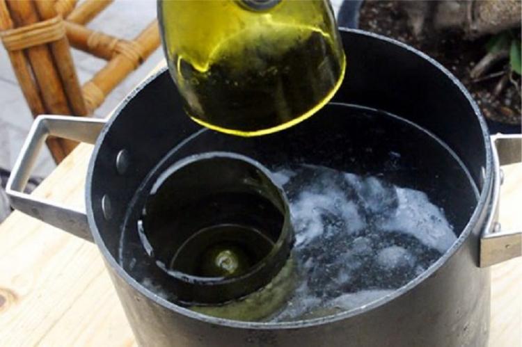 Красивый подсвечник из винной бутылки - Подсвечники из стекла своими руками