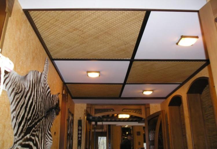 Подвесной потолок в прихожей - фото
