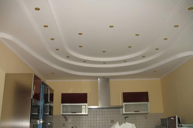 Точечные светильники - Подсветка потолка из гипсокартона на кухне