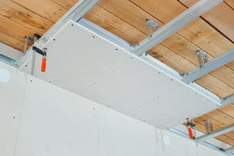 Монтаж потолка из гипсокартона на кухне