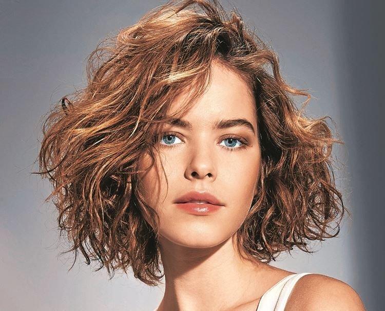 Небрежные завитки - Прически на каждый день на средние волосы
