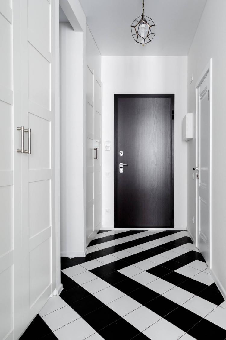 Белая прихожая в классическом стиле - Дизайн интерьера