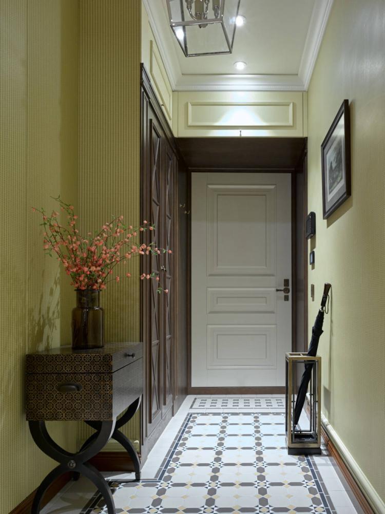 Зеленая прихожая в классическом стиле - Дизайн интерьера