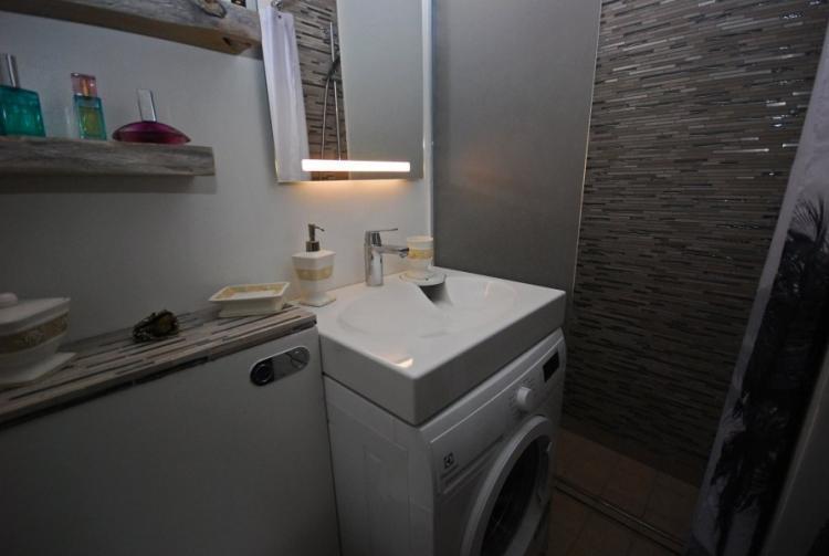 Раковина над стиральной машиной - фото