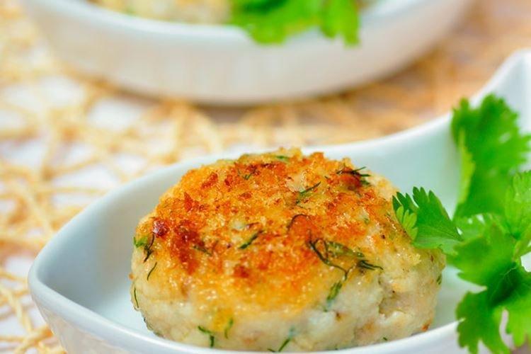 Рыбные котлеты в панировке – классический рецепт