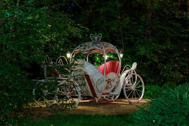 Необычные идеи садовых беседок