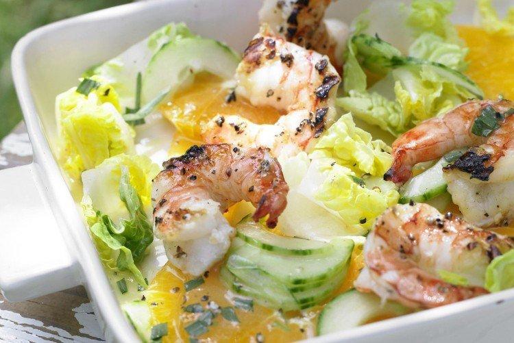 Салат с кальмарами, яйцом и морепродуктами - рецепты