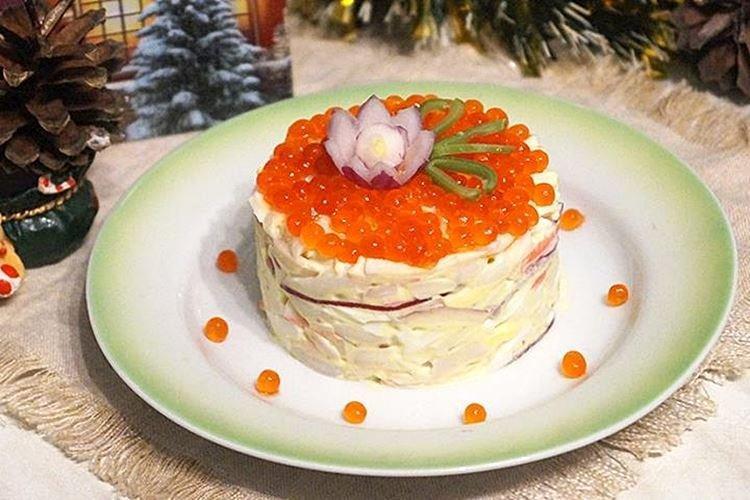 Салат с крабовыми палочками, рисом и кальмарами - рецепты