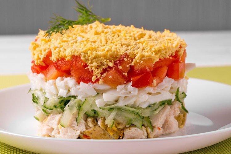 Салат с ветчиной и овощами на день рождения - рецепты
