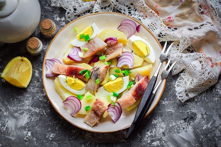Салат с сельдью на день рождения - рецепты