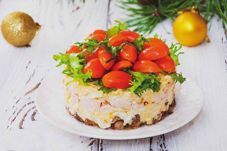 Салат с копченой курицей на день рождения - рецепты