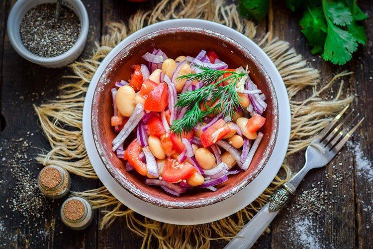 Салат с красной фасолью - рецепты