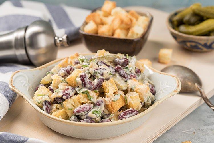 Салат с фасолью и сухариками - рецепты