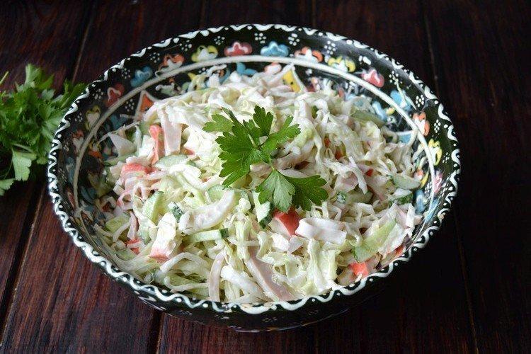 Салат с кальмарами и крабовыми палочками - рецепты