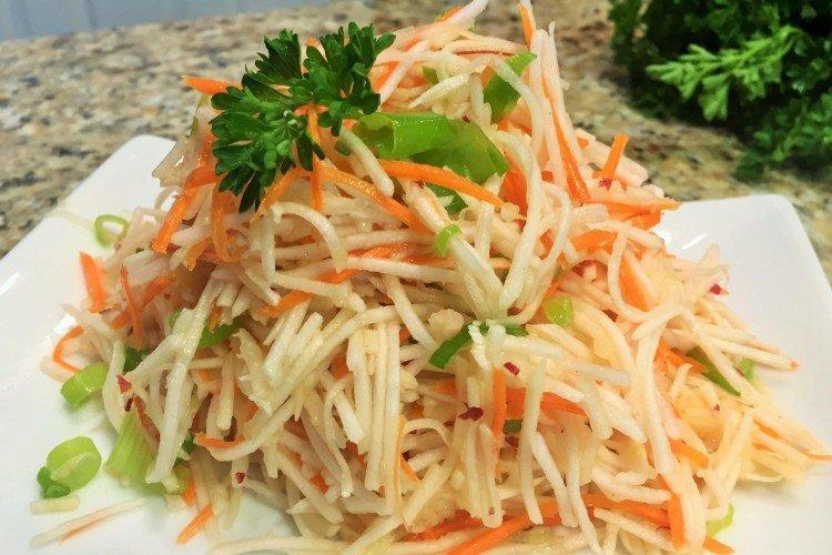 Острый салат с кальмарами и дайконом - рецепты