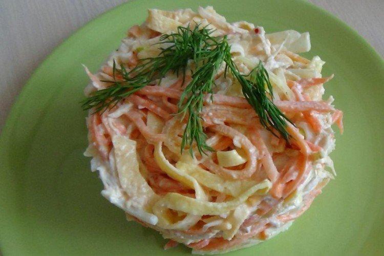 Салат с корейской морковью, омлетом и ветчиной - рецепты