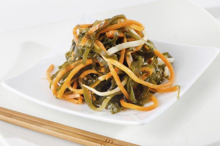Салат с корейской морковью и морской капустой - рецепты