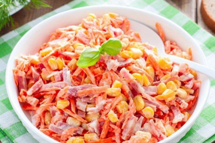 Салат с корейской морковью и копченой колбасой - рецепты