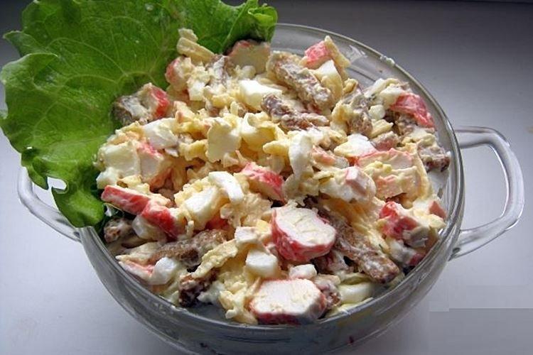 Салат с крабовыми палочками кукурузой и сухариками - рецепты