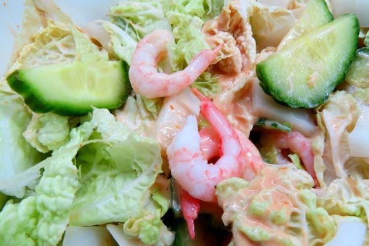 Салат с креветками, кальмарами и пекинской капустой - рецепты