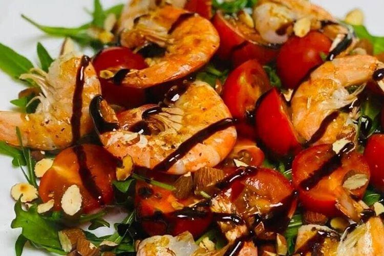 Салат с креветками, кальмарами и бальзамиком - рецепты