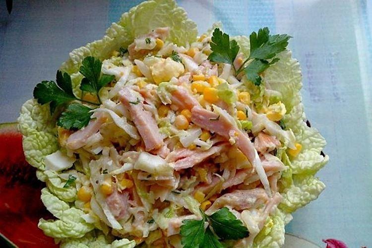 Салат с кукурузой и курицей - рецепты