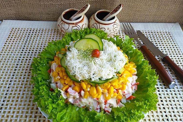 Салат с кукурузой и крабовыми палочками - рецепты