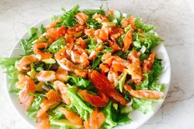 Салат с кукурузой и семгой - рецепты