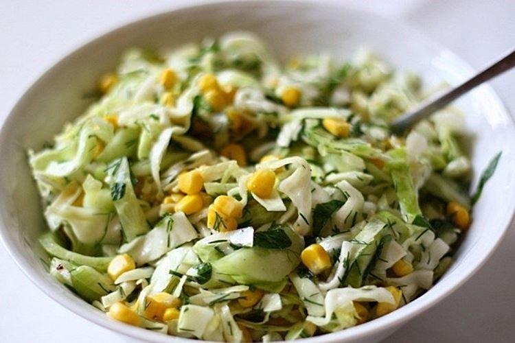Салат с кукурузой и капустой - рецепты