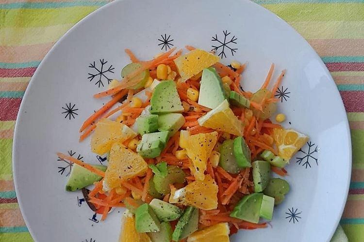 Салат с кукурузой и апельсином - рецепты