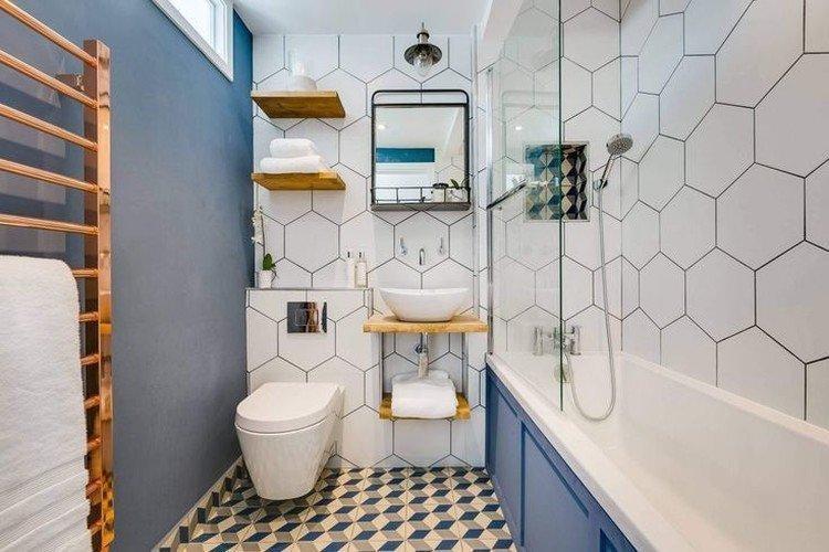 Синий цвет в интерьере ванной комнаты - фото