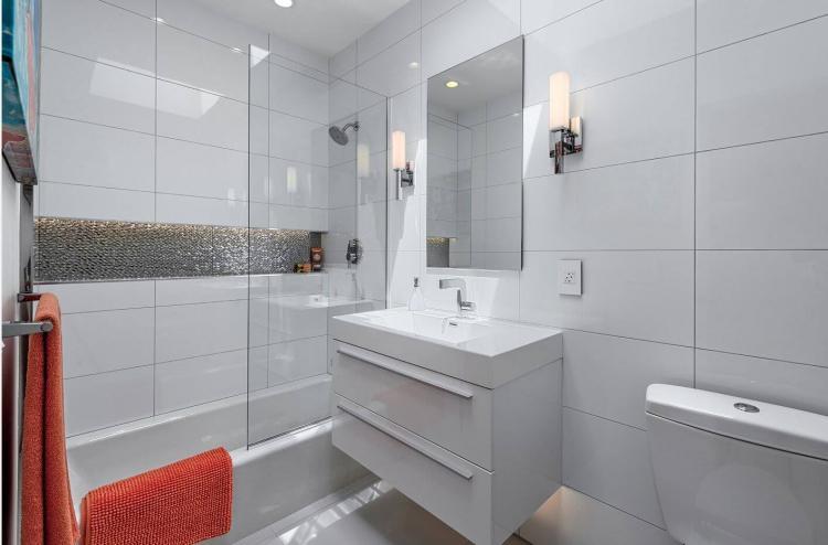 Белая ванная комната в хрущевке - Дизайн интерьера