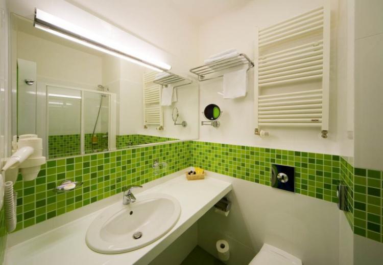 Зеленая ванная комната в хрущевке - Дизайн интерьера