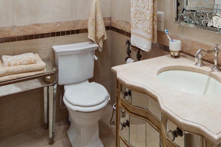 Ванная комната в хрущевке в стиле неоклассика - Дизайн интерьера