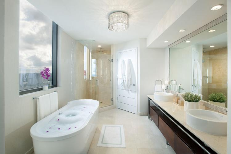 Белая ванная комната в современном стиле - Дизайн интерьера