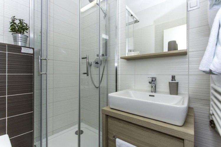Бежевая ванная комната в скандинавском стиле - Дизайн интерьера