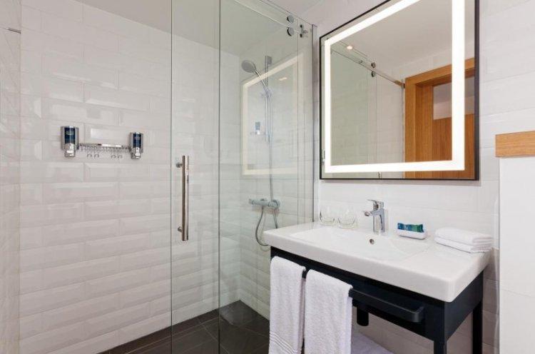 Освещение - Дизайн ванной комнаты в скандинавском стиле