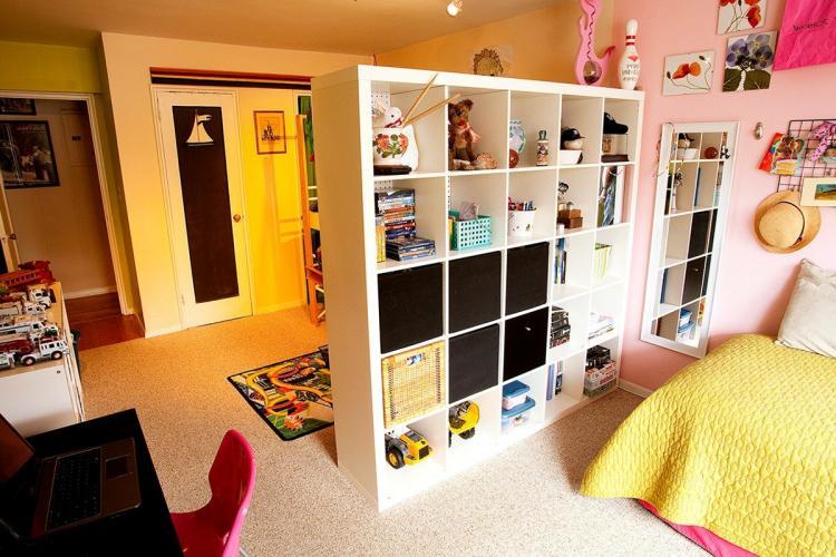 Физическое зонирование комнаты для родителей и ребенка