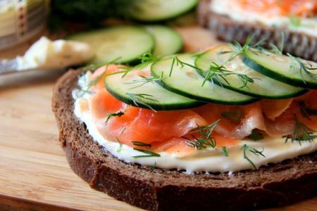 Бутерброды с красной рыбой: 12 самых вкусных рецептов (пошагово)
