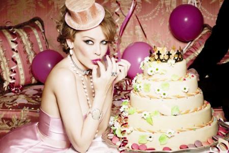 Что подарить девушке на День рождения: 50+ лучших идей подарков