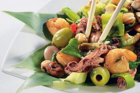 20 салатов из морепродуктов на любой вкус и бюджет