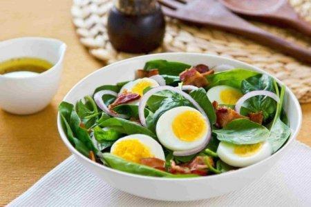 20 простых салатов с вареными яйцами